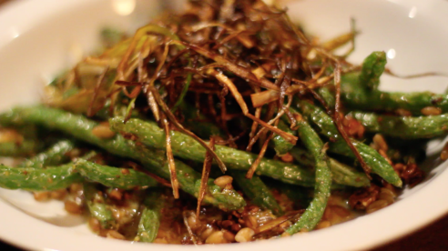 The Hightower features appetizers that fuse excellent presentation and bold flavor. The Blistered Green Beans appetizer has crunchy, yet well-placed leeks and pecans on top. The glaze juxtaposes honey mustard and mint.