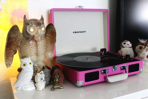 A record player in Alba's living room sits among her collection of sculpted owls.